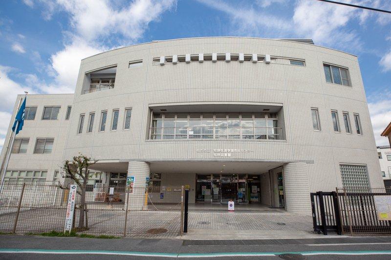 枚方市立牧野図書館