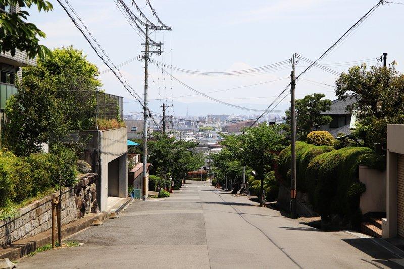 円山町の街並み。小高い丘の上に位置しており、眺望がよい点が特徴だ。