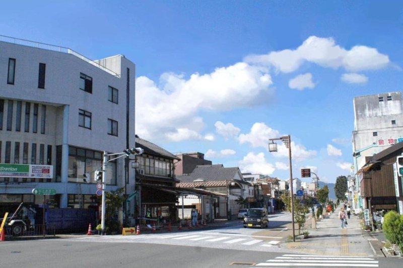 無電柱化の施工後(福知山、施工前写真に加工を施した完成予想図。)