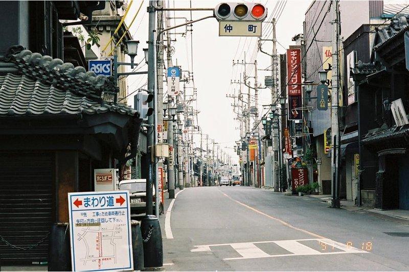 無電柱化の施工前(仲町交差点)